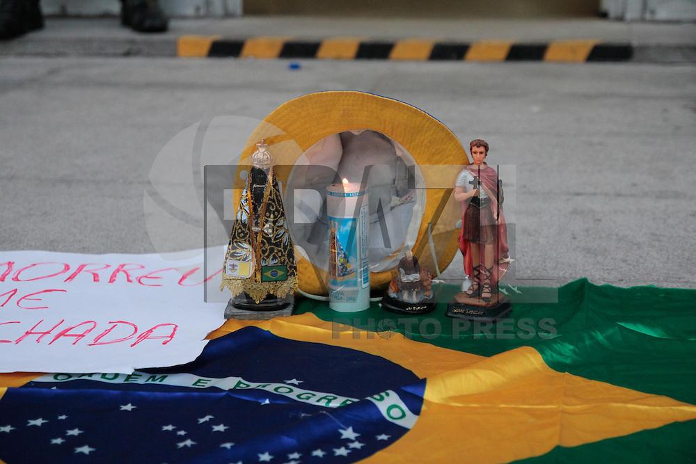 SÃO PAULO, SP - 04.07.2013: MANIFESTAÇÃO FEIRA DA MADRUGADA - Grupo de manifestantes fazem um buzinaço em frente a Justiça Federal na Av Paulista neste início de noite de 5 feira (4) em São Paulo. (Foto: Marcelo Brammer/Brazil Photo Press)