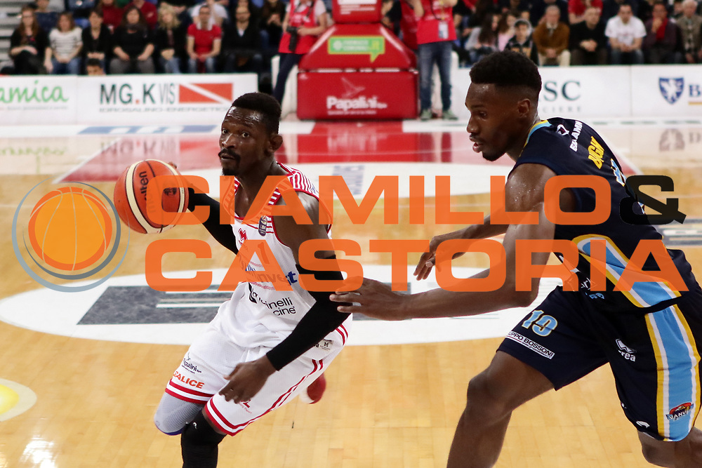 GIOCATORE<br /> Consultinvest VL Pesaro - Vanoli Cremona<br /> Lega BasketSerie A 2016/2017<br /> Pesaro 02-04-2017