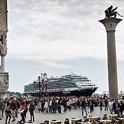 Large Cruises damage Venice