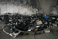 Das FEUER unter der Kennedybrücke hat<br />alles vernichtet: Zelte, Kleidung, Schlafs&auml;cke,<br />Bücher. Zum Glück wurde niemand verletzt.
