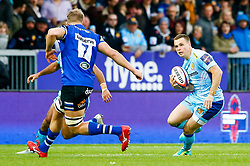 Joe Simmonds of Exeter Chiefs is marked by Tom Ellis of Bath Rugby - Mandatory by-line: Ryan Hiscott/JMP - 03/11/2018 - RUGBY - Sandy Park Stadium - Exeter, England - Exeter Chiefs v Bath Rugby - Premiership Rugby Cup