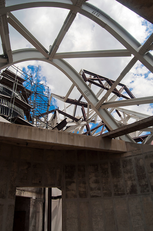 CONSTRUCCION DEL BIOMUSEO (Edificio Puente de Vida)<br /> Photography by Aaron Sosa<br /> Panama City, Panama 2011<br /> (Copyright &copy; Aaron Sosa)