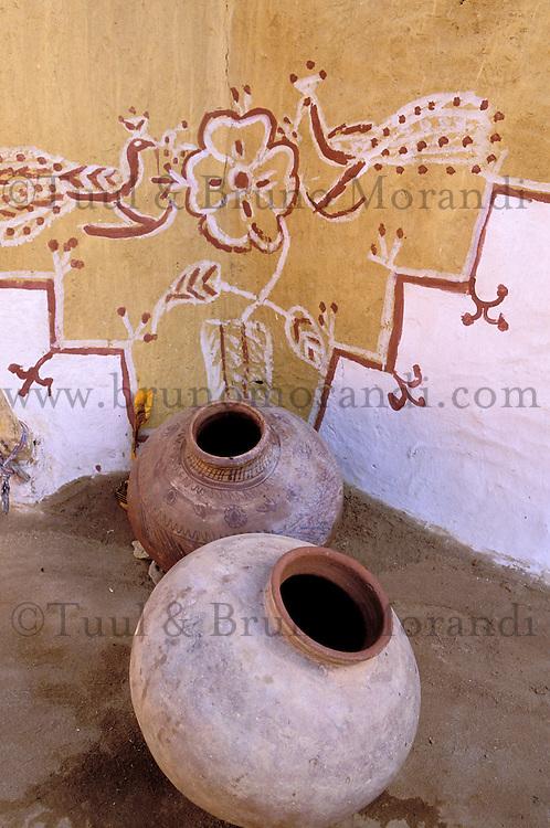 Inde - Rajasthan - Village peint des environs de Jaisalmer - Détail