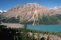 Peyto Lake, Banff National Park, Alberta, Canada, - color of lake is dure to rock flour fom glacier   Photo: Peter Llewellyn