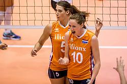 23-08-2017 NED: World Qualifications Belgium - Netherlands, Rotterdam<br /> De Nederlandse volleybalsters hebben op het WK-kwalificatietoernooi ook hun tweede duel in winst omgezet. Oranje overklaste Belgi&euml; en won met 3-0 (25-18, 25-18, 25-22). Eerder werd Griekenland ook al met 3-0 verslagen / Robin de Kruijf #5 of Netherlands, Lonneke Sloetjes #10 of Netherlands