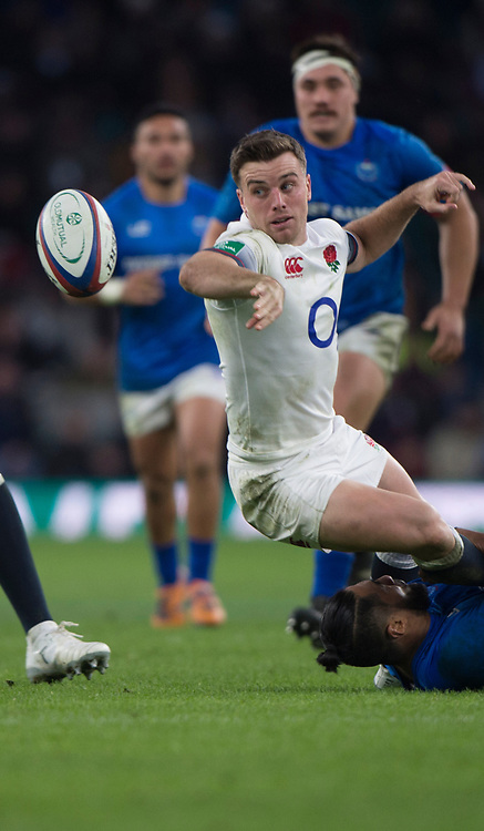 Twickenham, Surrey. UK.  George FORD, back hand pass, the ball back to Elliot DALY. during the England vs Samoa, Autumn International. Old Mutual Wealth Series. RFU Stadium, Twickenham. Surrey, England.<br /> <br /> Saturday  25.11.17  <br /> <br /> [Mandatory Credit Peter SPURRIER/Intersport Images]