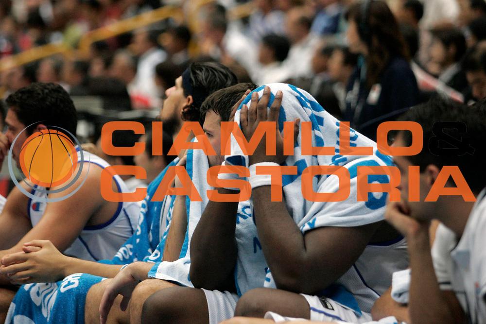 DESCRIZIONE : Saitama Giappone Japan Men World Championship 2006 Campionati Mondiali Final Greece-Spain <br /> GIOCATORE : Team Grecia <br /> SQUADRA : Greece Grecia <br /> EVENTO : Saitama Giappone Japan Men World Championship 2006 Campionato Mondiale Final Greece-Spain <br /> GARA : Greece Spain Grecia Spagna <br /> DATA : 03/09/2006 <br /> CATEGORIA : Delusione <br /> SPORT : Pallacanestro <br /> AUTORE : Agenzia Ciamillo-Castoria/A.Vlachos <br /> Galleria : Japan World Championship 2006<br /> Fotonotizia : Saitama Giappone Japan Men World Championship 2006 Campionati Mondiali Final Greece-Spain <br /> Predefinita :