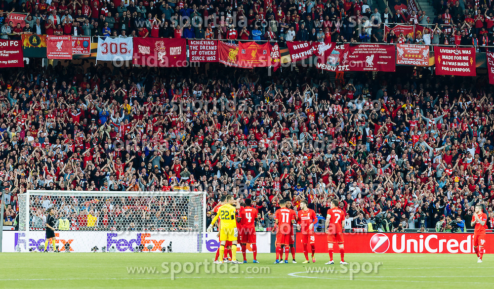 18.05.2016, St. Jakob Park, Basel, SUI, UEFA EL, FC Liverpool vs Sevilla FC, Finale, im Bild die Mannschaft von Liverpool // Liverpool Team in Front of their Fans during the Final Match of the UEFA Europaleague between FC Liverpool and Sevilla FC at the St. Jakob Park in Basel, Switzerland on 2016/05/18. EXPA Pictures © 2016, PhotoCredit: EXPA/ JFK