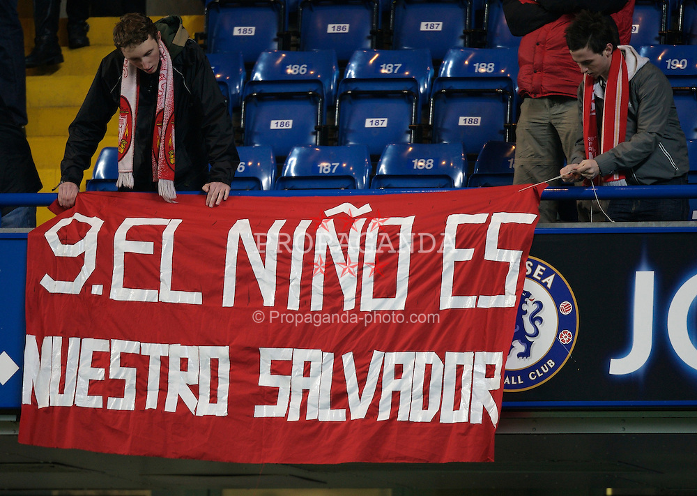 LONDON, ENGLAND - Wednesday, December 19, 2007: Liverpool's fans unfurl a banner for Fernando Torres before the League Cup Quarter Final match against Chelsea at Stamford Bridge. (Photo by David Rawcliffe/Propaganda)