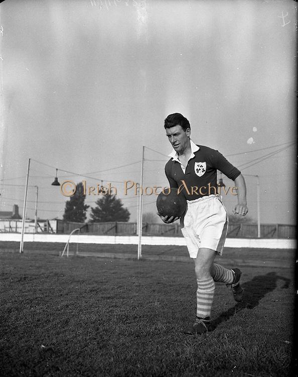 18/01/1953 <br /> 01/18/1953<br /> 18 January 1953<br /> Paddy Coad, Captain of Shamrock Rovers and Irish International at Harold's Cross, Dublin.