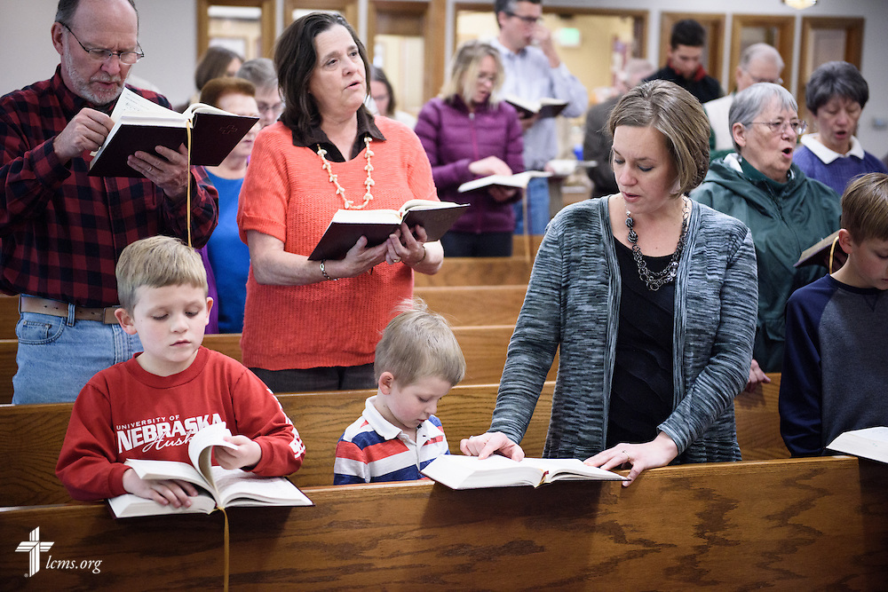 Parishioners including the family of the Rev. Mark Nierman sing during Lenten worship at Mount Olive Lutheran Church, on Wednesday, March 2, 2016, in Loveland, Colo. LCMS Communications/Erik M. Lunsford