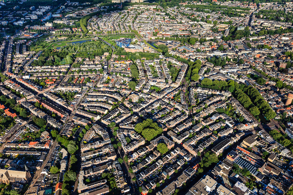 Nederland, Utrecht, Utrecht, 15-07-2012; binnenstad Utrecht, Vogelenbuurt. gezien naar het Griftpark..Inner city of Utrecht, residential district Vogelenbuurt developed in the 19th century. .luchtfoto (toeslag), aerial photo (additional fee required).foto/photo Siebe Swart