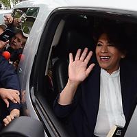 Toluca, México (Mayo 09, 2017).- Delfina Gómez, Candidato de MORENA a la gubernatura del Edo Mex, Previo a su llegada del segundo debate en el IEEM. Agencia MVT / Arturo Hernández.
