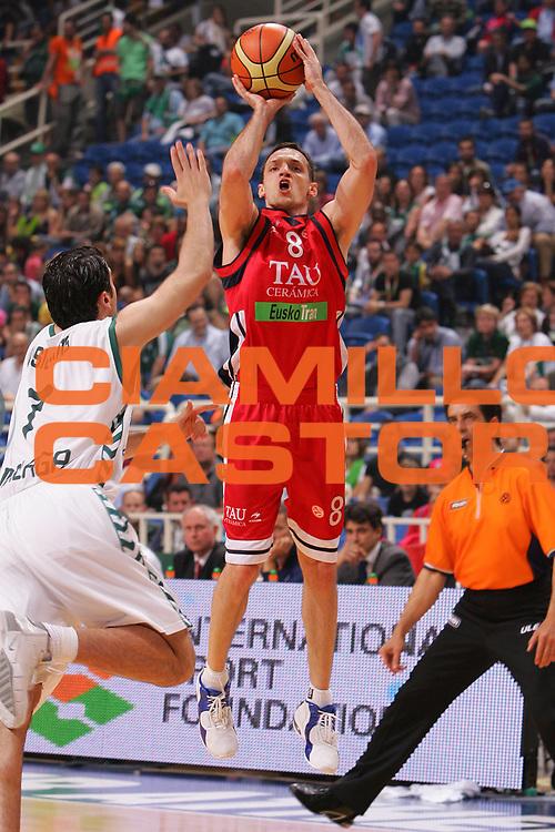 DESCRIZIONE : Atene Athens Eurolega Euroleague 2006-07 Final Four Finale 3-4 posto Unicaja Malaga Tau Vitoria <br /> GIOCATORE : Rakocevic <br /> SQUADRA : Tau Vitoria <br /> EVENTO : Eurolega 2006-2007 Final Four Finale 3-4 posto <br /> GARA : Unicaja Malaga Tau Vitoria <br /> DATA : 06/05/2007 <br /> CATEGORIA : Tiro <br /> SPORT : Pallacanestro <br /> AUTORE : Agenzia Ciamillo-Castoria/S.Silvestri <br /> Galleria : Eurolega 2006-2007 <br /> Fotonotizia : Atene Athens Eurolega Euroleague 2006-07 Final Four Finale 3-4 posto Unicaja Malaga Tau Vitoria<br /> Predefinita :