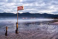 Praia do Pântano do Sul ao anoitecer. Florianópolis, Santa Catarina, Brasil. / Pantano do Sul Beach at evening. Florianopolis, Santa Catarina, Brazil.