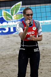 25-08-2006: VOLLEYBAL: NESTEA EUROPEAN CHAMPIONSHIP BEACHVOLLEYBALL: SCHEVENINGEN<br /> Merel Mooren<br /> ©2006-WWW.FOTOHOOGENDOORN.NL