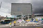 In Utrecht wordt hard gewerkt aan het nieuwe stationsgebied in het kader van CU 2030. In de achtergrond staat het nieuwe muziekpaleis Vredenburg dat bijna klaar is.<br /> <br /> Utrecht is working hard on the new station area under CU 2030. In the background is the new music center Vredenburg  that is almost finished.