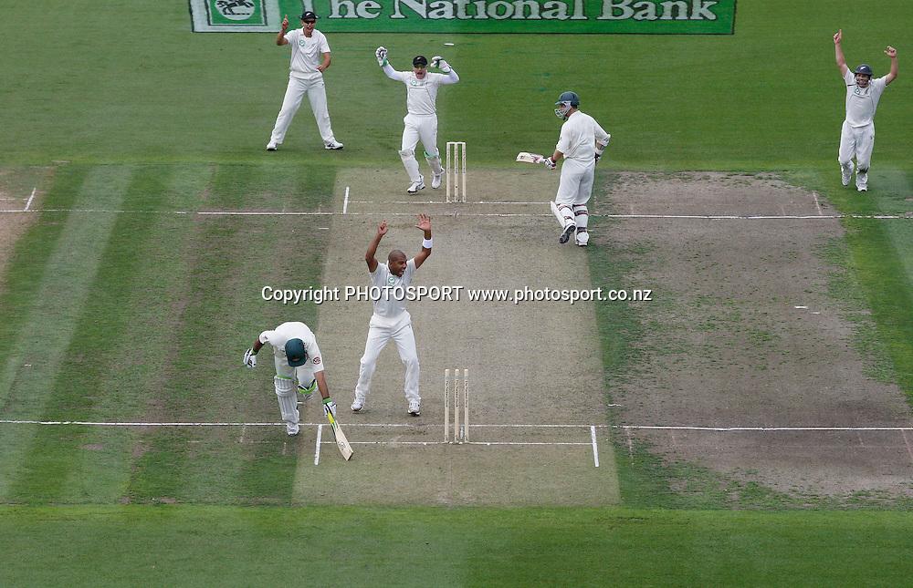 Ricky Ponting is run out from a Daniel Vettori direct hit as Jeetan Patel looks on.<br />Test Match Cricket. 2nd test. Day 1.<br />New Zealand Black Caps versus Australia. Seddon Park, Hamilton, New Zealand. Saturday 27 March 2010. <br />Photo: Andrew Cornaga/PHOTOSPORT