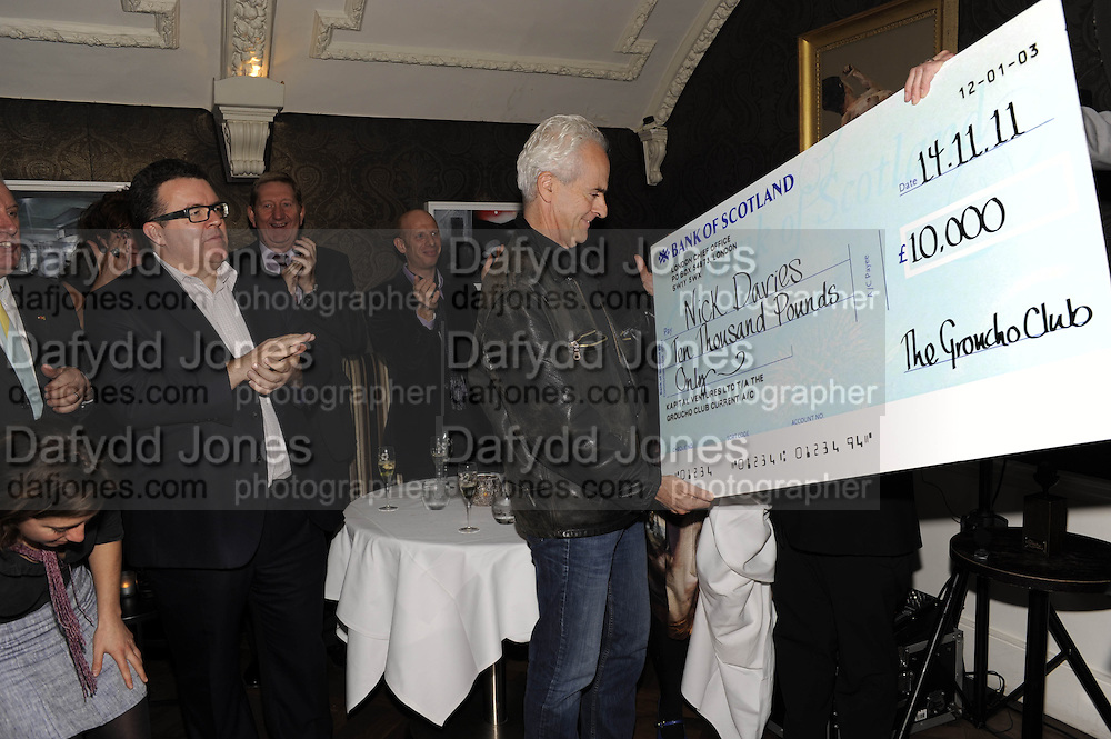 TOM WATSON; ON LEFT NICK DAVIES WINNING THE MAVERICK AWARD;, The 2011 Groucho Club Maverick Award. The Groucho Club. Soho, London. 14 November 2011. <br /> <br />  , -DO NOT ARCHIVE-© Copyright Photograph by Dafydd Jones. 248 Clapham Rd. London SW9 0PZ. Tel 0207 820 0771. www.dafjones.com.