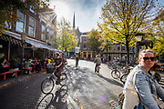 Fietsers rijden in de herfstzon door Utrecht.<br /> <br /> Cyclists riding in the sun in Utrecht.