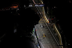 Motorsports / Formula 1: World Championship 2010, GP of Singapore, Singapore City Circuit, general view, 12 Vitaly Petrov (RUS, Renault F1 Team), 23 Kamui Kobayashi (JPN, BMW Sauber F1 Team),