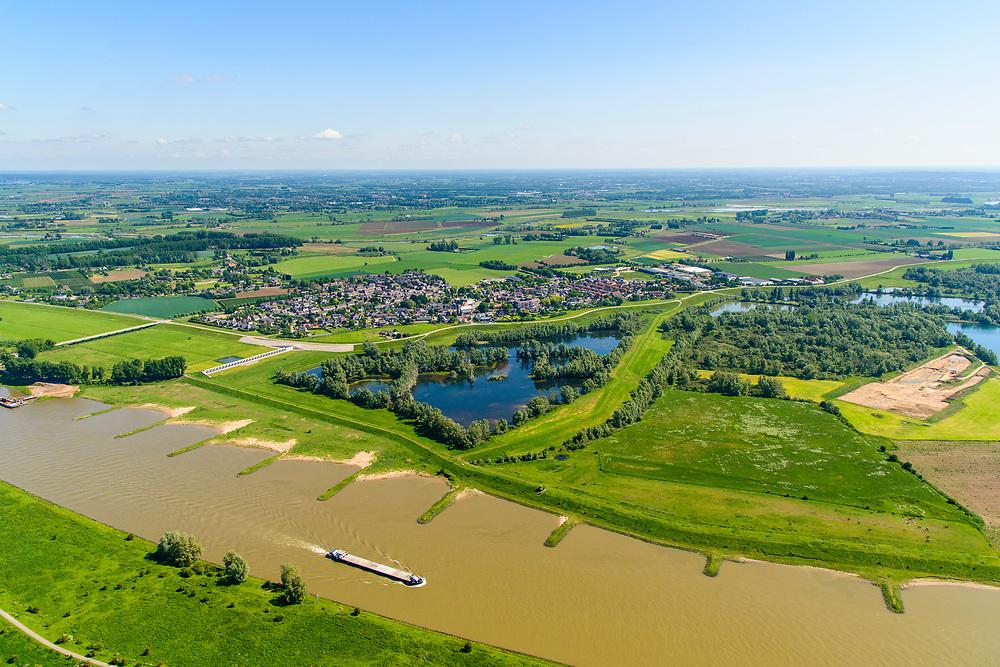 Nederland, Gelderland, Gemeente Lingewaard, 29-05-2019; de Pannerdensche Kop. De Rijn splitst zich hier in Waal en Pannerdensch Kanaal. Pannerdensch Kanaal met de Groene rivier bij Pannerden, overloopgebied met regelwerk, parallel aan Pannerdensch Kanaal.<br /> The Rhine bifurcates into river Waal and Pannerdensch Channel. The former Fort Pannerden is located about halfway between the headland.<br /> <br /> luchtfoto (toeslag op standard tarieven);<br /> aerial photo (additional fee required);<br /> copyright foto/photo Siebe Swart