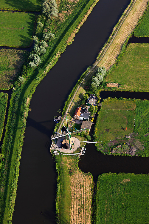 Nederland, Utrecht, Gemeente Stichtse Vecht, 23-05-2011; Spengen, watermolen (type wipmolen) op kruising Spengensche molenvliet en Bijleveld.A water mill for polder drainage..luchtfoto (toeslag), aerial photo (additional fee required).copyright foto/photo Siebe Swart