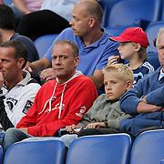 NLD/Amsterdam/20080808 - LG Tournament 2008 Amsterdam, Ajax v Arsenal, Ron Boszhard met zoon op de trbune