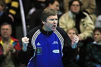 Håndball, europacup  herrer, 15. desember 2001. Drammen Håndballklubb - Doukas School 29-21. Gunnar Pettersen var lagleder for DHK.
