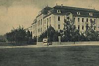 """Zagreb : Djevojačka škola. <br /> <br /> Impresum[Koprivnica] : [Naklada Vinka Vošickog, Knjižara [oko 1929].<br /> Materijalni opis1 razglednica : tisak ; 8,9 x 14 cm.<br /> NakladnikNakladna knjižara Vinka Vošickog<br /> Mjesto izdavanjaKoprivnica<br /> Vrstavizualna građa • razglednice<br /> ZbirkaGrafička zbirka NSK • Zbirka razglednica<br /> Formatimage/jpeg<br /> PredmetZagreb –– Janka Draškovića<br /> SignaturaRZG-DRA-1<br /> Obuhvat(vremenski)20. stoljeće<br /> NapomenaRazglednica je tiskana u sklopu edicije """"Jugoslavenski krajevi"""" koja je izlazila tijekom 1920-ih i 1930-ih godina.<br /> PravaJavno dobro<br /> Identifikatori000952483<br /> NBN.HRNBN: urn:nbn:hr:238:615829 <br /> <br /> Izvor: Digitalne zbirke Nacionalne i sveučilišne knjižnice u Zagrebu"""