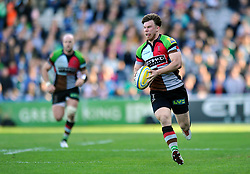 Sam Smith (Harlequins) goes on the attack - Photo mandatory by-line: Patrick Khachfe/JMP - Tel: Mobile: 07966 386802 29/03/2014 - SPORT - RUGBY UNION - The Twickenham Stoop, London - Harlequins v London Irish - Aviva Premiership.