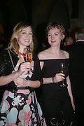 Henrietta thompson and Olivia thompson. Great Britons 2004. Royal Courts Of Justice, London, WC2, 27 january 2005.  ONE TIME USE ONLY - DO NOT ARCHIVE  © Copyright Photograph by Dafydd Jones 66 Stockwell Park Rd. London SW9 0DA Tel 020 7733 0108 www.dafjones.com