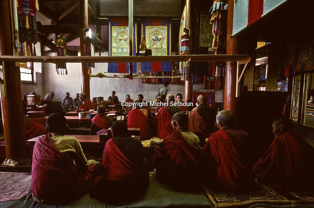 Mongolia.  monks in prayer Shankin Barun Kuree new monastery Hurjit area