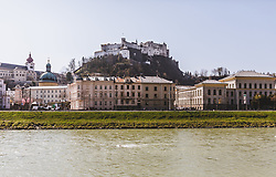 THEMENBILD - die Festung Hohensalzburg und die Altstadt am Ufer der Salzach, aufgenommen am 31. März 2019 in Salzburg, Oesterreich // Hohensalzburg Fortress and the Old Town on the banks of the Salzach, Austria on 2019/03/31. EXPA Pictures © 2019, PhotoCredit: EXPA/Stefanie Oberhauser