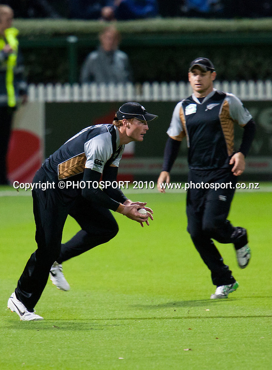 Martin Guptill fields during New Zealand Black Caps v Pakistan, Match 2, won by NZ by 39 runs. Twenty 20 Cricket match at Seddon Park, Hamilton, New Zealand. Tuesday 28 December 2010. . Photo: Stephen Barker/PHOTOSPORT