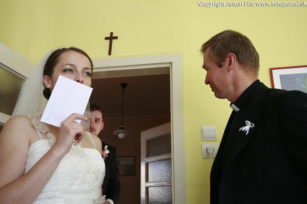 Svadobne fotografie zo svadby Andrejky a Marcela Mikolasikovcov z aprila 2009. Wedding pictures of Andrea and Marcel Mikolasik taken in April 2009.