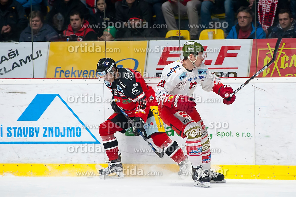 28.12.2015, Ice Rink, Znojmo, CZE, EBEL, HC Orli Znojmo vs HCB Suedtirol, 36. Runde, im Bild v.l. Antonin Boruta (HC Orli Znojmo) Markus Gander (HCB Sudtirol) // during the Erste Bank Icehockey League 36nd round match between HC Orli Znojmo and HCB Suedtirol at the Ice Rink in Znojmo, Czech Republic on 2015/12/28. EXPA Pictures © 2015, PhotoCredit: EXPA/ Rostislav Pfeffer