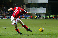 Fotball<br /> Premier League 2004/05<br /> Charlton v Everton<br /> 28. desember 2004<br /> Foto: Digitalsport<br /> NORWAY ONLY<br /> Charlton Athletic's Hermann Hreidarsson scores his team's second goal in the dying minutes