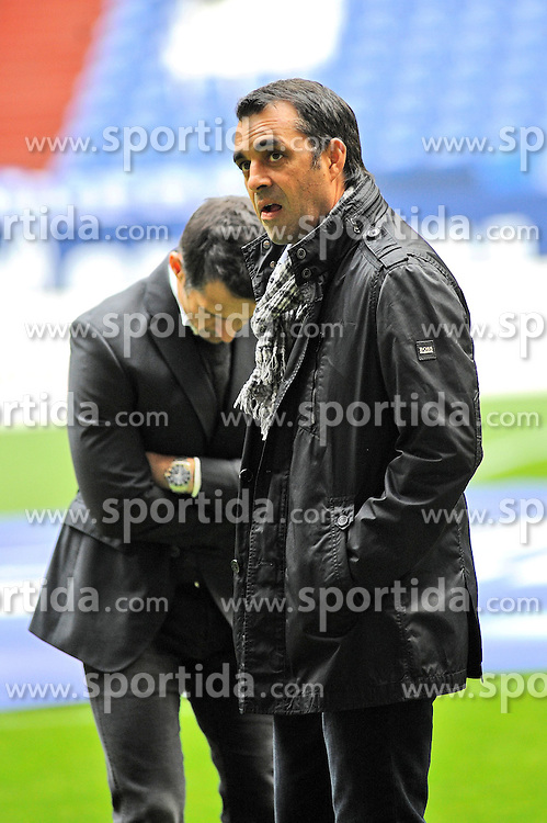 09.11.2013, Veltins Arena, Gelsenkirchen, GER, 1. FBL, Schalke 04 vs SV Werder Bremen, 12. Runde, im Bild V l n r Manager Thomas Eichin, Trainer Robin Dutt ( beide SV Werder Bremen ) wirken enttaeuscht // during the German Bundesliga 12th round match between Schalke 04 and SV Werder Bremen at the Veltins Arena in Gelsenkirchen, Germany on 2013/11/09. EXPA Pictures &copy; 2013, PhotoCredit: EXPA/ Eibner-Pressefoto/ Thienel<br /> <br /> *****ATTENTION - OUT of GER*****