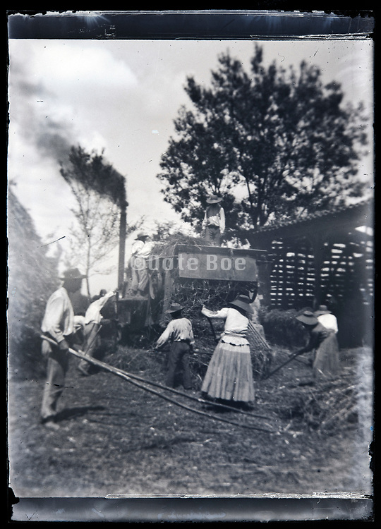 early mechanical grain threshing circa early 1920s