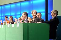 18 OCT 2002, BERLIN/GERMANY:<br /> Joschka Fischer (R), B90/Gruene, Bundesaussenminister, und im Hintewrgrund (v.L.n.R.): Krista Sager, B90/Gruene fraktionsvorsitzende, Katrin Goering-Eckardt, B90/Gruene, Fraktionsvorsitzende, Kerstin Mueller, B90/Gruene, ehem. Fraktionsvors., Rezzo Schlauch, B90/Gruene, MdB, ehem. Fraktionsvors., Volker Beck, B90/Gruene, Parl. Geschaeftsf. d. Fraktion, Renate Kuenast, B90/Gruene, Bundesverbraucherschutzministerin, Juergen Trittin, B90/Gruene, Bundesumweltminister, 20. Bundesdelegiertenkonferenz Buendnis 90 / Die Gruenen, Stadthalle Bremen<br /> IMAGE: 20021018-01-039<br /> KEYWORDS: Parteitag, Bundesparteitag, party conference, BDK, Gespräch, Renate Künast, Jürgen Trittin, party congress