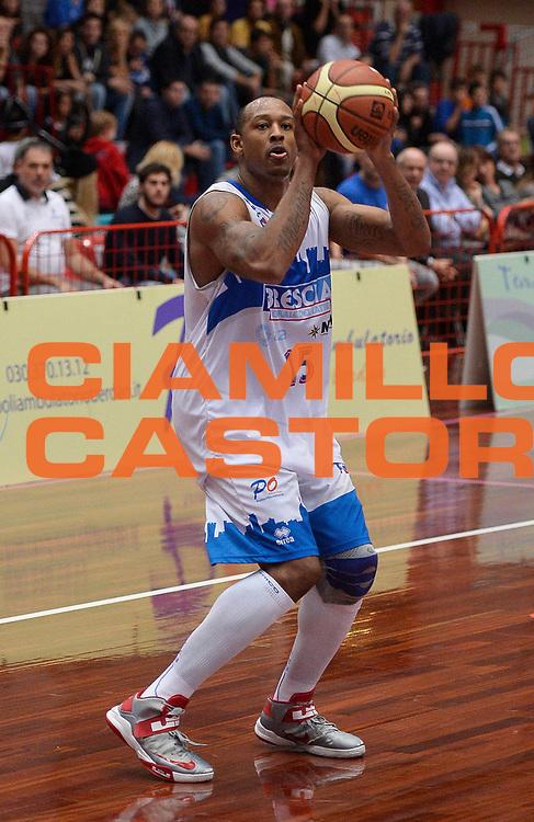 DESCRIZIONE : Brescia LNP DNA Adecco Gold 2013-14 Centrale del latte Brescia Fileni BPA Jesi<br /> GIOCATORE : JR GIddens<br /> CATEGORIA : tiro<br /> SQUADRA : Centrale del latte Brescia<br /> EVENTO : Campionato LNP DNA Adecco Gold 2013-14<br /> GARA : Centrale del latte Brescia Fileni BPA Jesi<br /> DATA : 31/10/2013<br /> SPORT : Pallacanestro<br /> AUTORE : Agenzia Ciamillo-Castoria/R.Morgano<br /> Galleria : LNP DNA Adecco Gold 2013-2014<br /> Fotonotizia : Brescia LNP DNA Adecco Gold 2013-14 Centrale del latte Brescia Fileni BPA Jesi<br /> Predefinita :