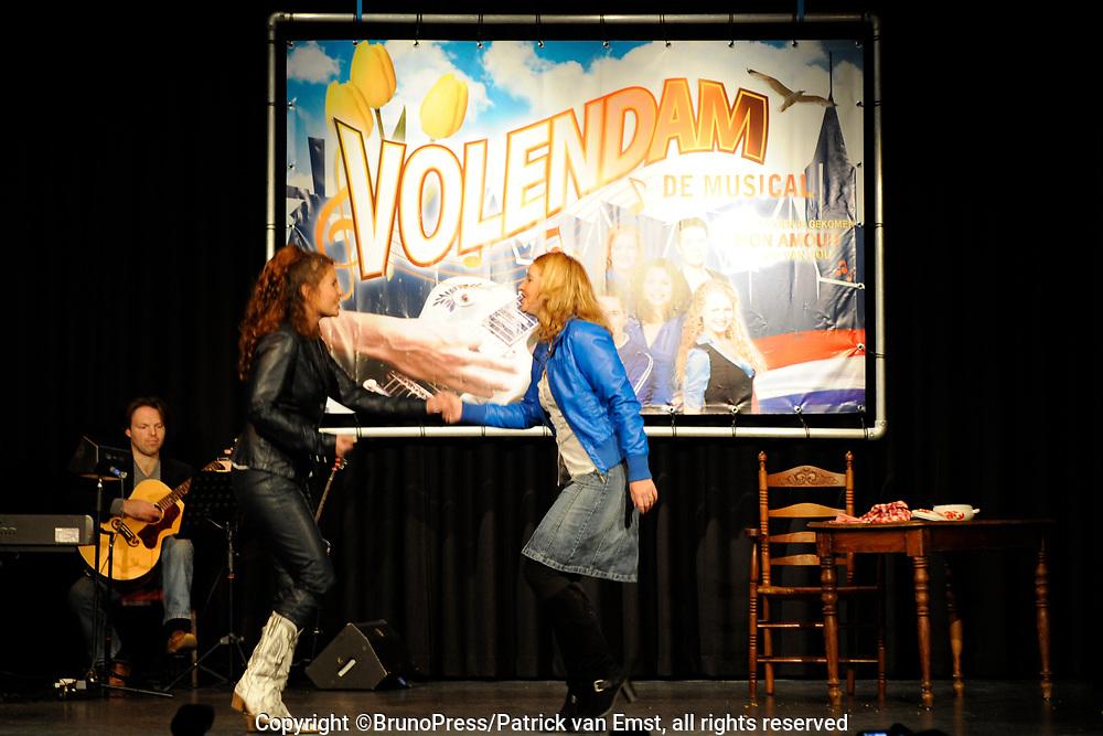 Perspresentatie Volendam, de Musical in de Josef, Volendam.<br /> <br /> Op de foto:<br /> <br /> <br />  Maaike van Widdershoven   en Hilke Bierman
