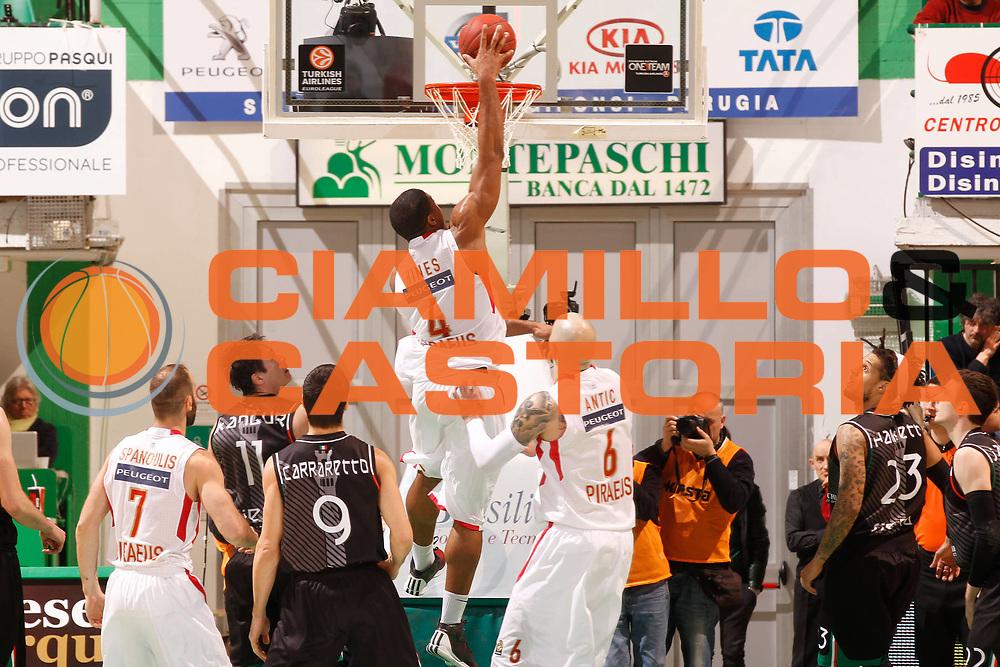 DESCRIZIONE : Siena Eurolega Eurolegue 2012-13 TOP 16 Montepaschi Siena Olympiacos Piraeus<br /> GIOCATORE : Kyle Hines<br /> SQUADRA :  Olympiacos Piraeus<br /> CATEGORIA : tiro<br /> EVENTO : Eurolega 2012-2013<br /> GARA : Montepaschi Siena Olympiacos Piraeus<br /> DATA : 14/03/2013<br /> SPORT : Pallacanestro<br /> AUTORE : Agenzia Ciamillo-Castoria/P.Lazzeroni<br /> Galleria : Eurolega 2012-2013<br /> Fotonotizia : Siena Eurolega Eurolegue 2012-13 TOP 16 Montepaschi Siena Olympiacos Piraeus<br /> <br /> Predefinita :
