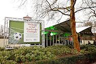 DANNY GUIJT IN DE EFTELING<br /> Foto: Geert van Erven<br /> <br /> Danny Guijt en Ricardo Ippel bij de eredivisiedagen in de Efteling. Daarna met vrouw en kind van Danny Guijt nog bij Ravelijn