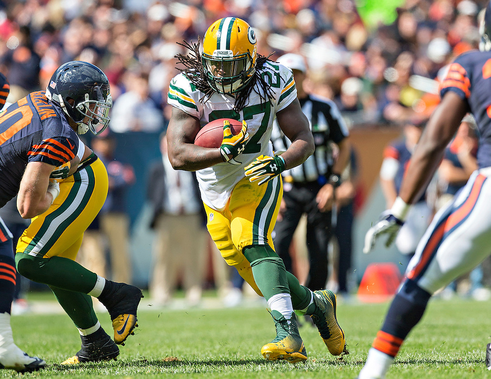 CHICAGO, IL - SEPTEMBER 13:  Eddie Lacy #27 of the Green Bay Packers runs the ball against the Chicago Bears at Soldier Field on September 13, 2015 in Chicago, Illinois.  The Packers defeated the Bears 31-23.  (Photo by Wesley Hitt/Getty Images) *** Local Caption *** Eddie Lacy