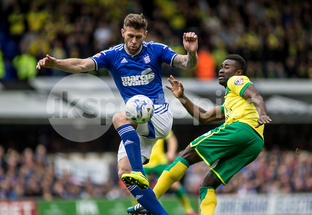 Daryl Murphy of Ipswich Town and Alexander Tettey of Norwich City during the Sky Bet Championship Play Off 1st Leg match between Ipswich Town and Norwich City at Portman Road, Ipswich, England on 9 May 2015. Photo by Liam McAvoy.