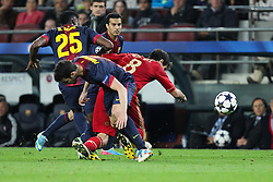 01.05.2013, Camp Nou, Barcelona, ESP, UEFA CL, FC Barcelona vs FC Bayern Muenchen, Halbfinale, Rueckspiel, im Bild Zweikampf zwischen mitte Cesc FABREGAS #4 (FC Barcelona) und Javi MARTINEZ #8 (FC Bayern Muenchen) links im Bild Alex SONG #25 (FC Barcelona), // during the UEFA Champions League 2nd Leg Semifinal Match between Barcelona FC and FC Bayern Munich at the Camp Nou, Barcelona, Spain on 2013/05/01. EXPA Pictures © 2013, PhotoCredit: EXPA/ Eibner/ Christian Kolbert..***** ATTENTION - OUT OF GER *****