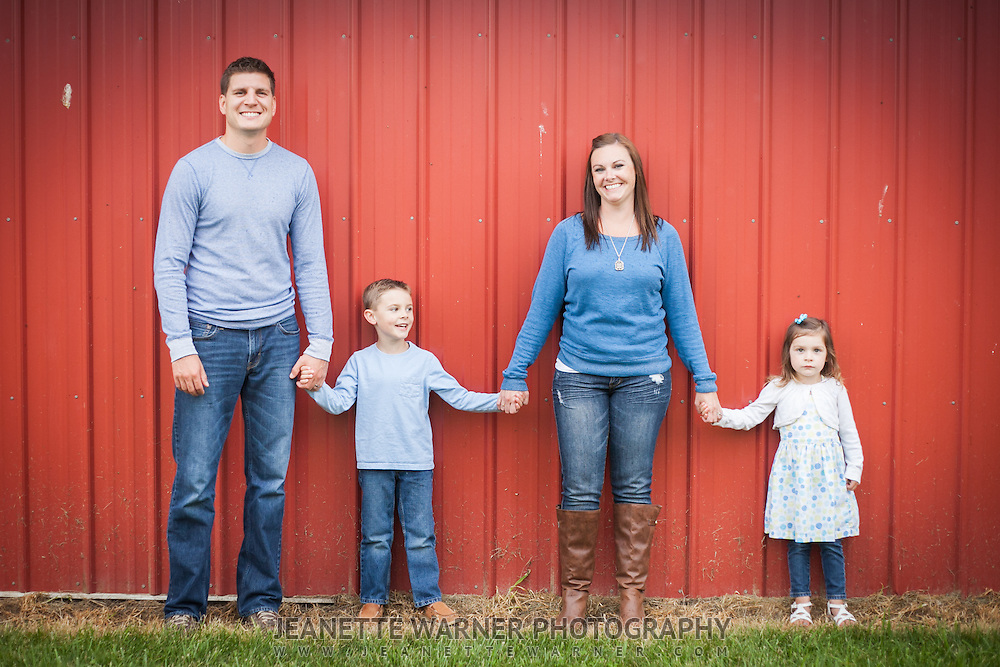 Family portraits and kids portraits at Spicer's Orchard in Fenton, Michigan.