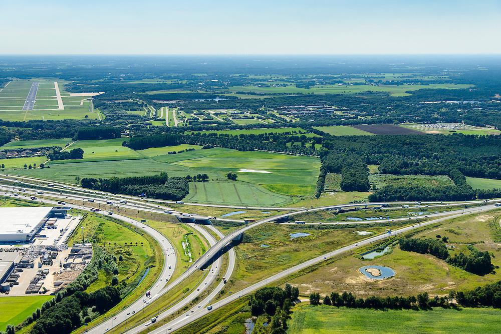 Nederland, Noord-Brabant, Eindhoven, 23-08-2016; Randweg Eindhoven, Knooppunt Batadorp. Verkeersknooppunt van de autosnelweg A2, autoweg A50 en autosnelweg A58. Foto richting Eindhoven Airport. Half sterknooppunt.<br /> Batadorp junction, near Eindhoven.<br /> <br /> luchtfoto (toeslag op standard tarieven);<br /> aerial photo (additional fee required);<br /> copyright foto/photo Siebe Swart